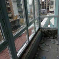 Скління балкона в новобудові у Львові 6